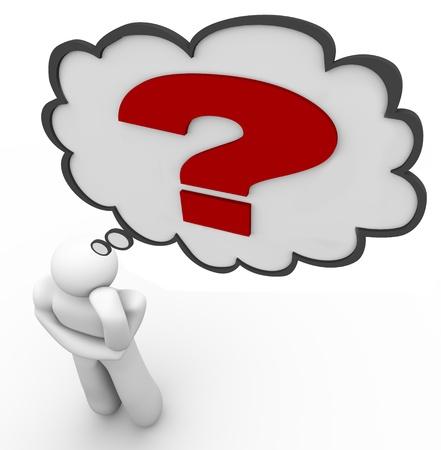 Een man denkt van een vraag, met een vraagteken binnen een gedachte wolk boven zijn hoofd, die vertegenwoordigt de moeilijke uitdaging van het vinden van een antwoord op een taai probleem of kwestie Stockfoto
