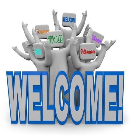 convivialit�: Un groupe de personnes acclamant le mot de bienvenue dans diff�rentes langues, ce qui repr�sente la convivialit� et l'acceptation au niveau mondial