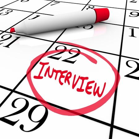 gespr�ch: Das Datum des Interviews wird auf einem Kalender eingekreist, damit Sie die wichtigen Treffen mit Ihren potentiellen neuen Arbeitgeber merken Lizenzfreie Bilder