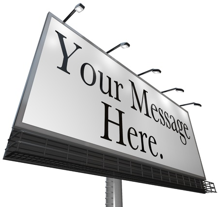 Aparece el mensaje aquí sobre una tela blanca en una cartelera al aire libre para anunciar su producto o servicio y atraer nuevos clientes