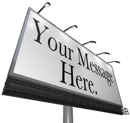 canvass: Aparece el mensaje aqu� sobre una tela blanca en una cartelera al aire libre para anunciar su producto o servicio y atraer nuevos clientes