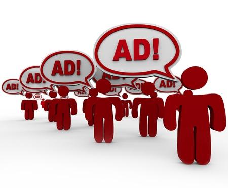 contaminacion acustica: Muchas personas rojas permanente delante de usted diciendo Ad en nubes de discurso que representa una sobrecarga en publicidad y marketing en el mercado actual