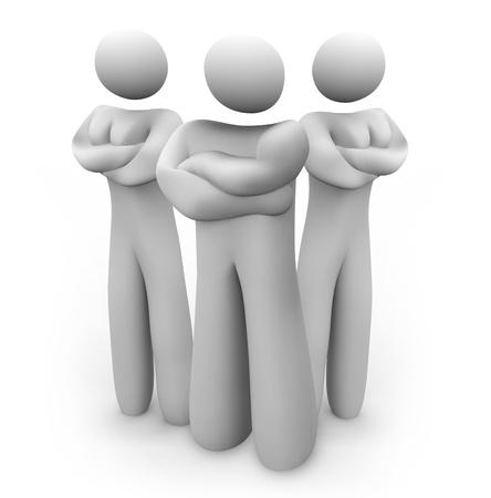 disapproving: Due donne e un uomo stand con le braccia incrociate, in posizione di sicurezza guardia, serio, come a dire We Mean Business e inviarle disapprovando, sembra di poppa Archivio Fotografico