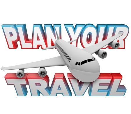 De woorden Plan uw reis op de achtergrond met een witte jet vliegtuig vliegt boven het u eraan te herinneren om uw planning te doen en uw vakantie of zaken te stellen reisplannen in het begin van vóór uw vertrekdatum