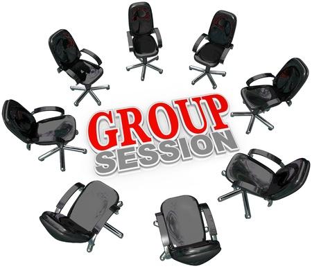 terapia de grupo: Reunió a un número de sillas en un círculo alrededor de las palabras sesiones de grupo para una reunión o una interacción con varias personas para terapia o negocios de lluvia de ideas o el intercambio de ideas