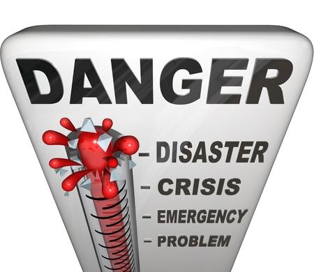 어 위험을 얹어 온도계는 수은이 문제, 응급, 위기 및 재해에 대한 마크 과거 상승에 문제의 수준을 측정 스톡 콘텐츠