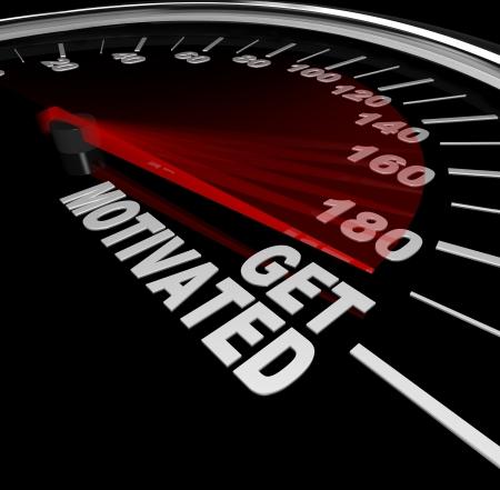 compteur de vitesse: Un tachymètre noir avec aiguilles course aux mots se motiver pour vous encourager à me faire virer en place, enthousiastes et inspirés de réussir et de surmonter un défi Banque d'images