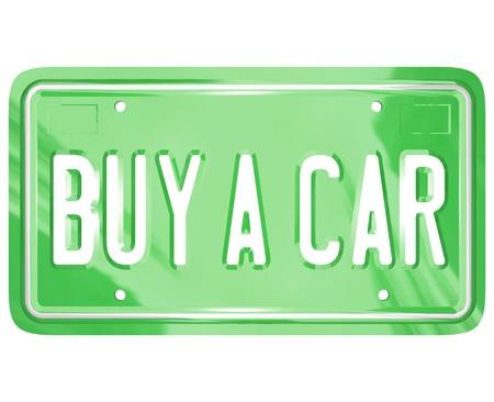 Een groene metalen kenteken met de woorden: Koop een auto als symbool van winkelen voor een nieuwe of gebruikte auto of ander voertuig
