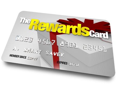 Una tarjeta de crédito con el nombre de la tarjeta de recompensas y un regalo que se muestra en ella ilustrando los beneficios, las restituciones y reembolsos que puede ganar mediante una cuenta de membresía al comprar Foto de archivo - 10913342
