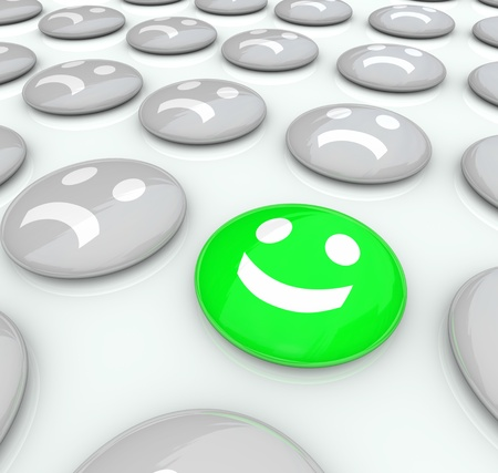 actitud positiva: Una cara sonrisas entre una colecci�n de muchas caras con el ce�o fruncido, que simboliza la unicidad y la actitud positiva para que se destaque entre la multitud y ser diferente