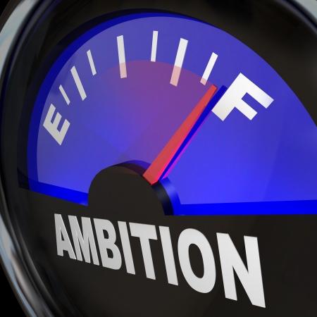 Un indicador de combustible con la aguja apuntando al completo para medir el nivel de ambición y la cantidad de entusiasmo y aspiraciones para lograr el éxito y el logro de una meta Foto de archivo