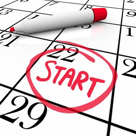 calendario escolar: Un día con la palabra START un círculo en un calendario para marcar el comienzo de un nuevo trabajo, un semestre escolar o de cualquier otro significativo