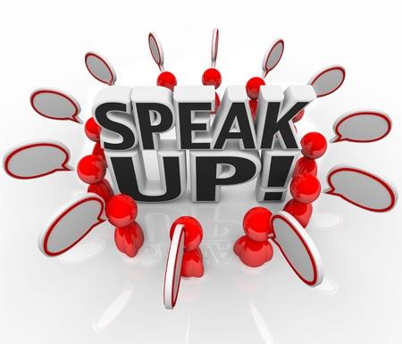 preguntando: Un grupo de personas hablando con las nubes alrededor de las palabras del habla Speak Up para simbolizar el intercambio de ideas, opiniones, comentarios y puntos de vista