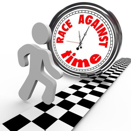 paliza: Una persona que ejecuta cruza la l�nea de meta atado con una carrera contra el tiempo del reloj rarked Foto de archivo