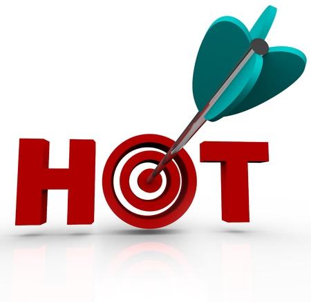 Une flèche frappe dans le mille dans le mot à chaud représentant votre capacité à cibler ce qui est chaud, branché ou buzz générer dans les affaires afin que vous puissiez réussir à attirer la popularité ou clients Banque d'images - 12583696
