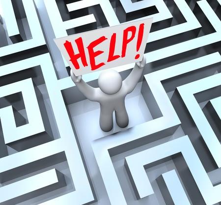 laberinto: Un hombre se encuentra perdido en medio de un gran laberinto, confuso o laberinto y tiene un letrero que decía Ayuda