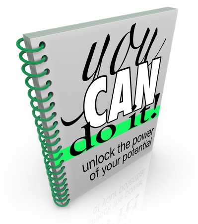 ACTITUD: Un libro de espiral con el t�tulo de You Can Do It - Desbloquea el poder de su potencial, que le anima a lograr sus metas y alcanzar el �xito en la vida y la carrera Foto de archivo