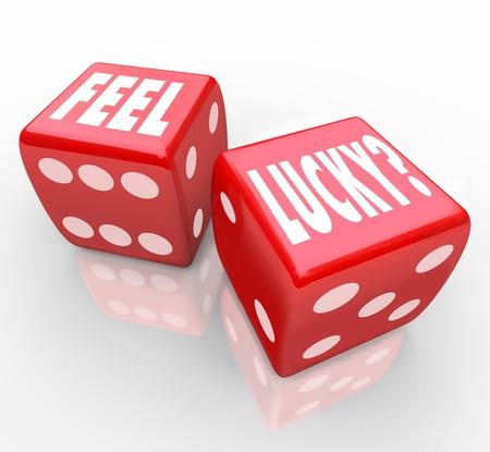kostky: Dvě červené kostky se slovy pocit štěstí s dotazem, zda se cítíte důvěru ve vaše šance vyhrát hru nebo soutěž, nebo využít příležitosti k úspěchu