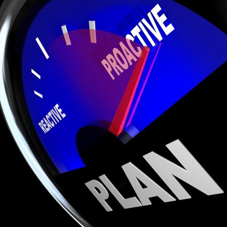 Een brandstofmeter met een naald te gaan langs het woord Reactief en proactief te wijzen op de mogelijkheden en het succes van het nemen van actie en initiatief om uw doelen te bereiken illustreren
