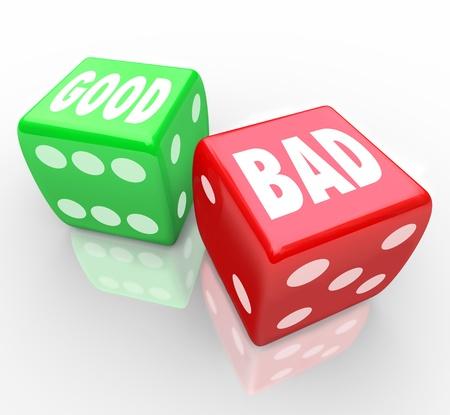 Een rode dobbelsteen met het woord Bad en een groen stempel met het woord Goed voor u te rollen en bepalen de uitkomst van een spel of situatie, zal het antwoord positief of negatief Stockfoto - 13749650