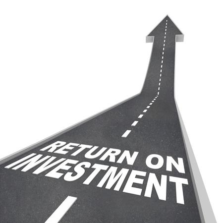 retour: De woorden Return on Investment op een weg die leidt naar boven, wat neerkomt op groei of verbetering van uw spaargeld en financiële appeltje voor de dorst, de groei van uw vermogen en inkomen