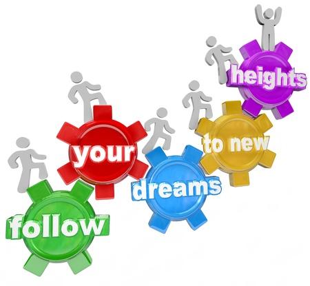 Un equipo de gente que camina al alza sobre los engranajes conectados con las palabras Siga sus sueños a nuevas alturas que simbolizan la confianza en las capacidades propias y aspiractions para tener éxito en la vida