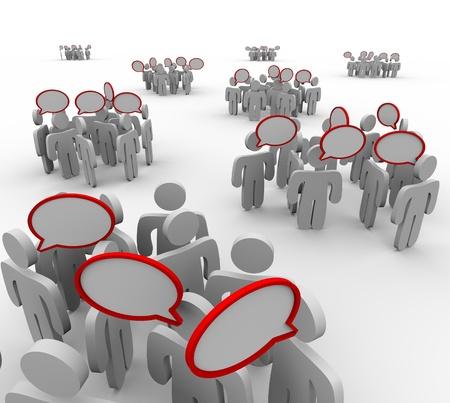 socializando: Varios grupos de personas que tienen diferentes conversaciones con las burbujas del discurso que representan a hablar, compartir la informaci�n y la comunicaci�n Foto de archivo