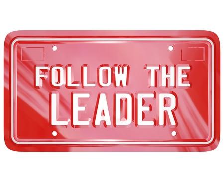 follow the leader: Een rode nummerplaat met de woorden Follow the Leader om leiderschap, wijsheid, mentoring en geleerde lessen te slagen in het leven, het bedrijfsleven symboliseren of bereiken van een doel