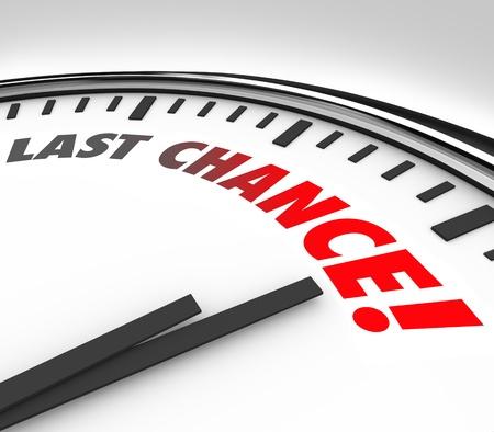 Witte klok met woorden Last Chance tellen tot aan de uiteindelijke oproep tot mededinging, het deelnemen of het invoeren voor een speciale gebeurtenis, spel of de gelegenheid