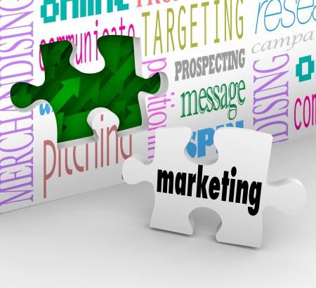 Een stukje van de puzzel met het woord Marketing is uw definitieve antwoord invullen van uw strategie om de groei van uw bedrijf en het bereiken van uw doelstellingen voor groei en succes in uw markt