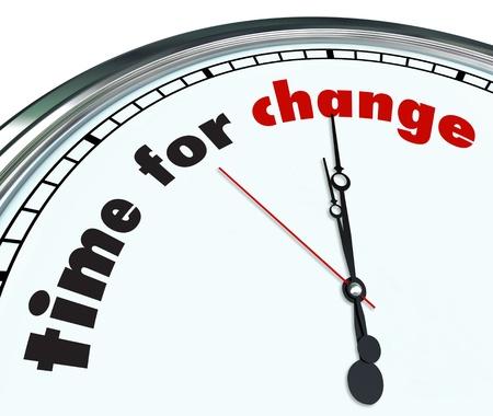 Une horloge fleurie avec le temps les mots pour le changement sur son visage Banque d'images - 17674136