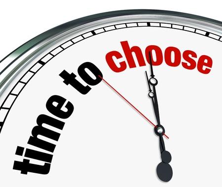 przypominać: Ozdobny zegar z czasem sÅ'owa wybrać siÄ™ na jego twarzy, co stanowi o koniecznoÅ›ci podjÄ™cia decyzji miÄ™dzy wieloma aternatives Zdjęcie Seryjne