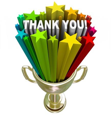 agradecimiento: Un trofeo de oro con las estrellas y las palabras Thank You disparar fuera de �l, en reconocimiento y aprecio por el trabajo bien hecho o sus esfuerzos incansables y el trabajo