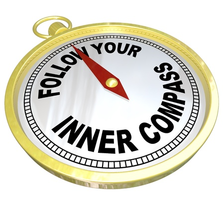 言葉に従う、内側の羅針盤あなたの自信と決意を持って成功を演出で金コンパス