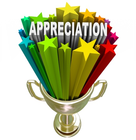 reconocimiento: Un empleado, cliente o socio es galardonado con el trofeo de oro con las estrellas y la apreciación palabra disparar fuera de él, en reconocimiento del esfuerzo sobresaliente, la lealtad o el trabajo duro realizado en una tarea difícil