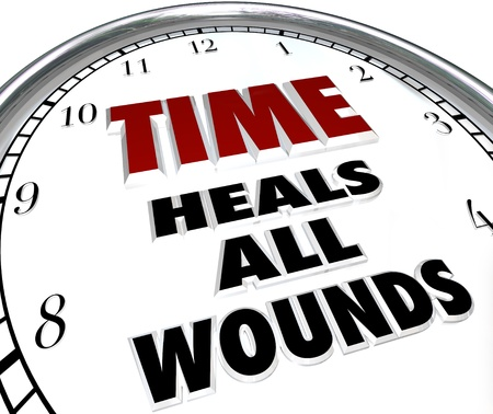 perdonar: El tiempo cura todas las heridas diciendo en la cara de un reloj que ilustra las diferencias perd�n y resolvi� que s�lo el paso del tiempo pueden ser pasibles de Foto de archivo