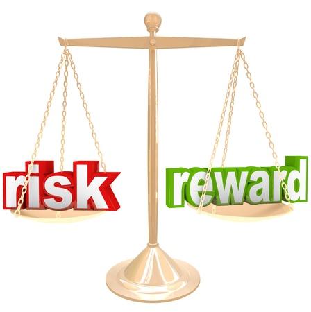 retour: Wegen van de risico's en voordelen van een situatie of probleem op een gouden metalen schaal, een woord aan elke kant, het vergelijken van de positieve en negatieve kanten