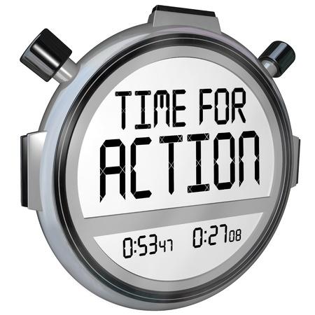 plan de accion: Las palabras momento de actuar en un reloj cronómetro exigiendo que actúe para resolver una crisis o resolver un problema inmediato de emergencia