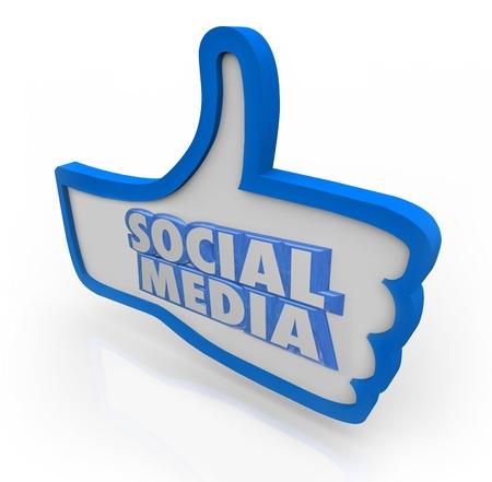 peer to peer: La Red Social palabras en símbolo de un pulgar azul para ilustrar un grupo de colegas o compañeros de la comunidad organizada, con intereses comunes y los gustos Foto de archivo