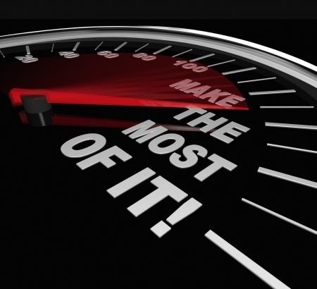 les plus: Un indicateur de vitesse avec les mots Faire le meilleur de lui pour symboliser profitant de l'occasion, le potentiel ou la chance d'am�liorer ou d'accro�tre vos comp�tences ou l'exp�rience de vie Banque d'images