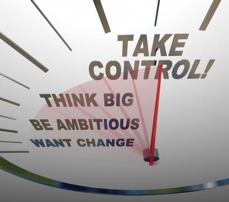 Un velocímetro con las palabras quieren un cambio, ser ambicioso, Piensa en grande y Tome el Control para animarte a hacer su vida mejor, alcanzar metas y tener éxito