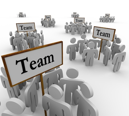 Varios grupos de personas divididas y se reunieron alrededor de signos para atender y coordinar la estrategia para ganar un concurso