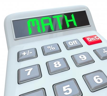 Le mot Math sur une calculatrice pour afficher symbolze l'aide d'un outil à ajouter, multiplier ou soustraire des nombres pour résoudre un problème et répondre à une question mathématique ou une équation Banque d'images - 18985416