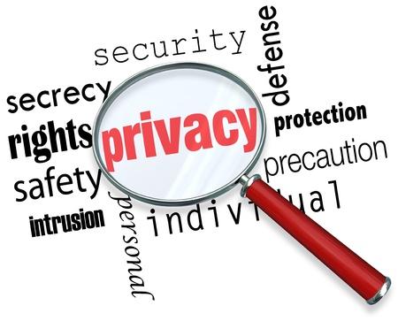 elementos de protecci�n personal: Una lupa que asoma sobre la palabra de privacidad y otros t�rminos relacionados como secrety, la protecci�n, la seguridad y la identidad