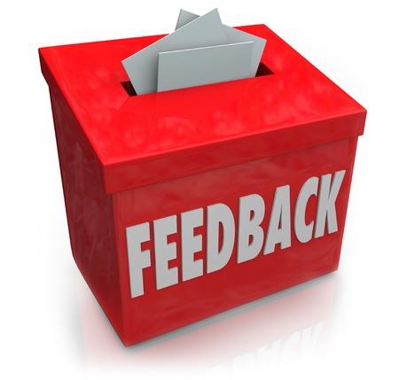 Een rode feedback doos voor het verzamelen van werknemer of klant ideeën, gedachten, commentaren, recensies, beoordelingen, suggesties of andere communicatie of informatie