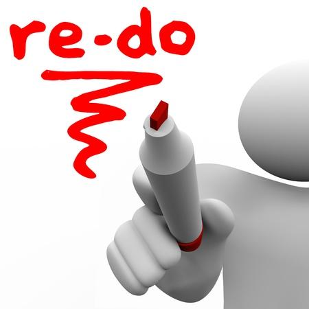 reforming: Un hombre con un marcador o un bol�grafo escribe la palabra Re-Do para ilustrar la necesidad de revisar, cambiar o mejorar para adaptarse a las cambiantes condiciones o requisitos Foto de archivo