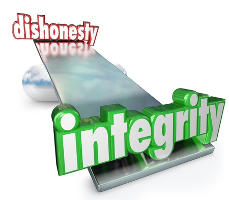 The words Integrity and Dishonesty on scale, balance or see-saw to illustrate the difference and comparison between corruption and trustworthiness 스톡 콘텐츠