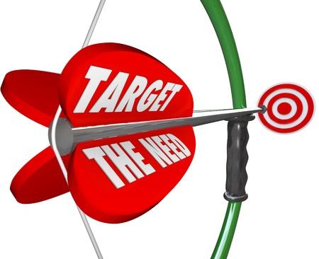 Un arco e una freccia con parole target la necessità di illustrare servire ciò che un cliente vuole veramente e desideri e raggiungere un obiettivo di marketing per un business