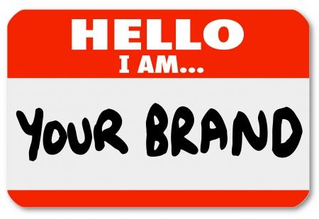 promover: Um crach� adesivo vermelho com palavras Ol� eu sou a sua marca para rede-se e promover as suas compet�ncias e habilidades para conquistar novos neg�cios ou conseguir um novo emprego em sua carreira
