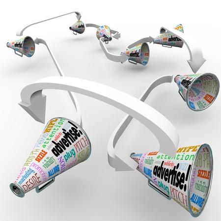 단어와 많은 bullhorns 또는 메가폰 광고하고 귀하의 비즈니스 또는 제품에 대한 메시지를 얻을주의, 피치, 홍보, 마케팅 등의 다른 용어